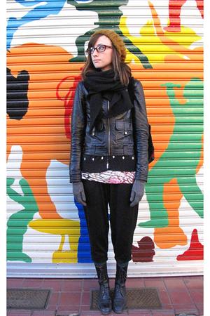 black used boots - black Hanjiro pants - pink Forever 21 t-shirt - black Zara ja