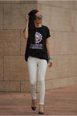 black Oakley sunglasses - off white Mango pants - blue Quiksilver watch