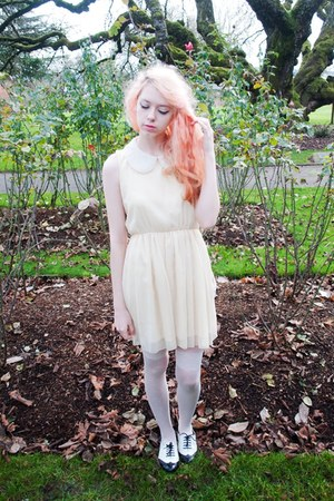 white purse - cream mod dolly dress - off white whole-sale dress tights