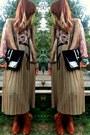 Black-sneak-velvet-vintage-bag-brown-thrifted-vintage-blouse