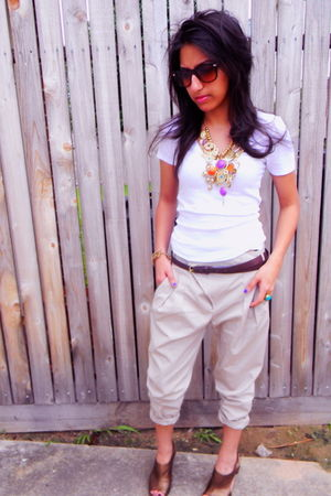 American Eagle t-shirt - Zara pants - Nine West shoes - H&M necklace