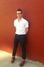White-topman-shirt-brown-wingtip-cole-shoes-levis-jeans