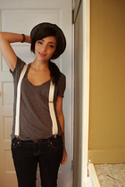 American Eagle t-shirt - thrifted accessories - Sirens jeans - quicksilver hat -