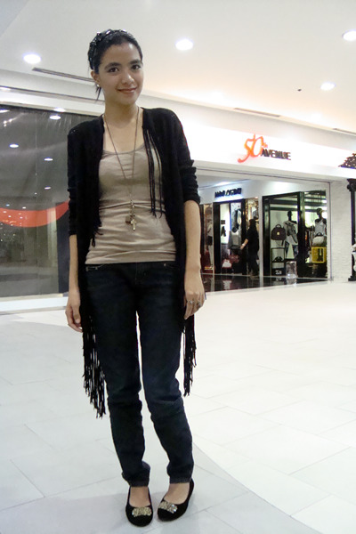 black saveonfashion cardigan - camel Forever21 top - black Bazaar jeans - black