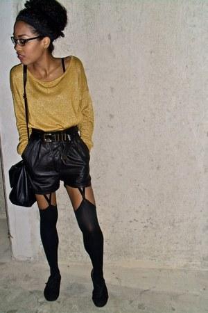 mustard Vila sweater - black Urban Outfitters shorts