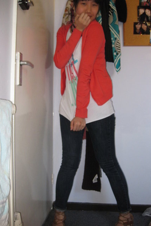 Zara coat - Uniqlo t-shirt - Uniqlo jeans - Topshop shoes