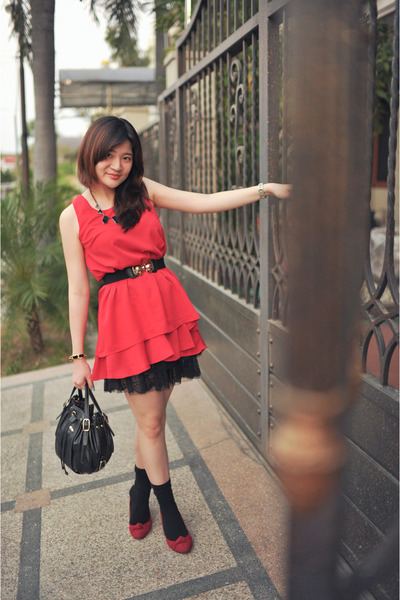 red Dino Direct dress - black black sling bag Charles & Keith bag