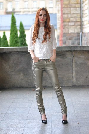 white Kristines Collection shirt - gold Bershka pants