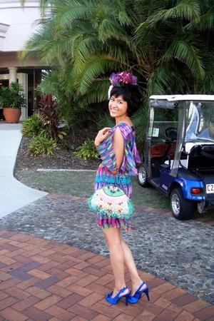 accessories - Vintage bag - multicolour dress - satin heels