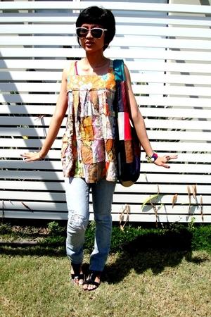 multicolour top - patchwork bag - jeans - fauz snakeskin sandals