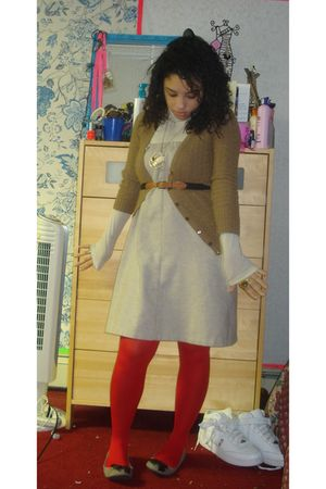 red H&M tights - beige thrifted dress