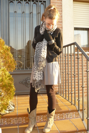 silver Bershka dress - black H&M leggings - silver Zara boots - gray pull&bear s