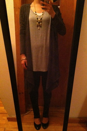 black leggings - heather gray tunic top - dark gray H&M cardigan - black heels