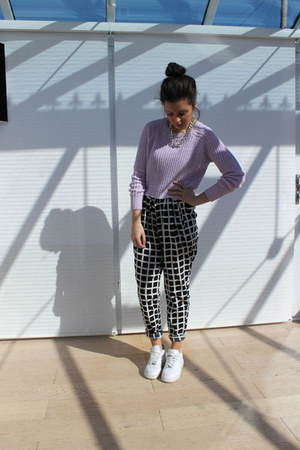 nike sneakers - Missguided pants - Missguided jumper - H&M necklace