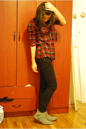 red f21 shirt - black f21 jeans - gray Urban Outfitters boots