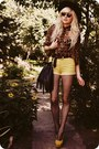 Black-hat-brown-shirt-light-yellow-shorts-yellow-heels