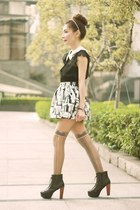 silver metallic  black skirt - black boots - off white necklace