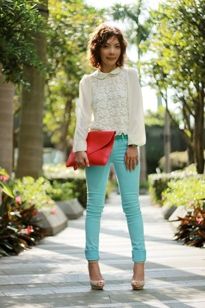 aquamarine coloured jeans H&amp;M jeans - hot pink envelope bag bag - ivory blouse