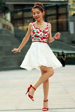 red top - red satin  bow Nine West heels - red bow ingni belt - white lace skirt