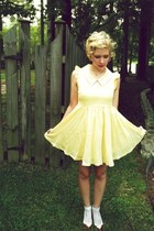 yellow Lalamagic dress - picnic vintage bag - rose Urban Outfitters necklace