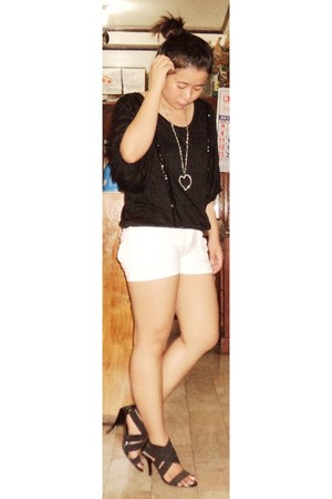 black top - white shorts - black heels - silver necklace