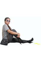 heather gray t-shirt - dark gray babo leggings - no brand sunglasses - black Cen