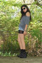 black f21 shoes - gray t-shirt - blue American Eagle shorts