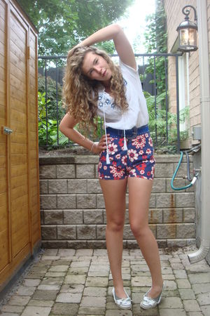 white Urban Outfitters blouse - blue Topshop belt - blue vintage shorts - white
