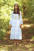white Moonshine Hill dress - gold vintage necklace - vintage scarf