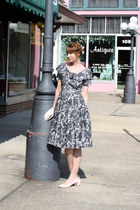 charcoal gray vintage dress - eggshell vintage gloves - light pink vintage pumps