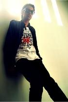 black jacket - white shirt - black jeans - black sunglasses