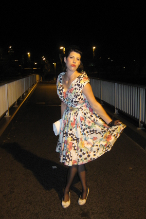 vintage dress - vintage accessories