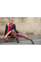 Colin Heaney leggings - black heels Baldan shoes - Colin Heaney scarf