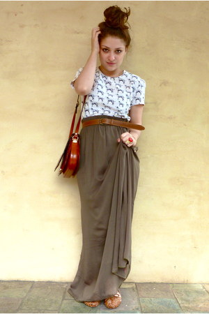 olive green maxi Ally skirt - brown vintage bag - white vintage t-shirt