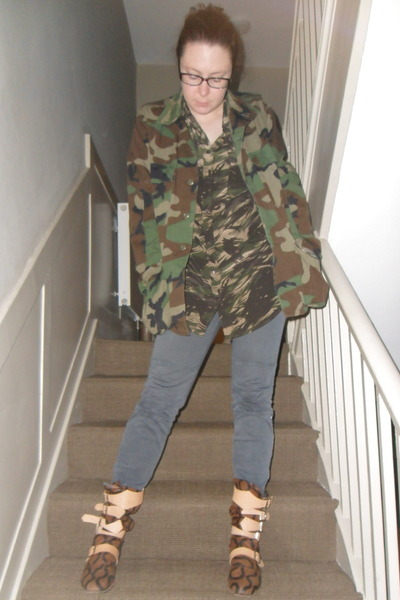 army green Equipment shirt - brown vivienne westwood boots