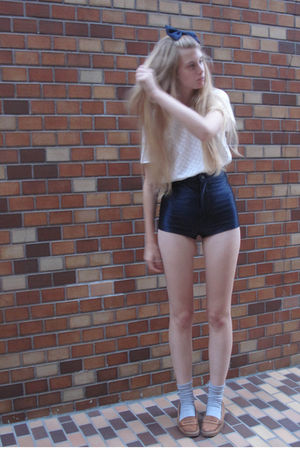 white American Apparel top - blue American Apparel shorts - beige Zara shoes