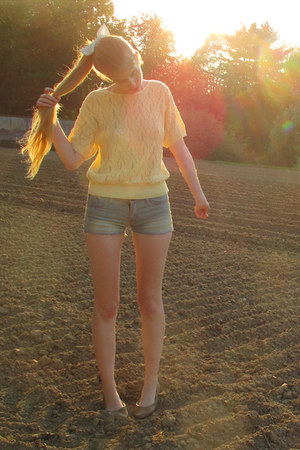light yellow vintage sweater - sky blue vintage shorts - tan chic flats - light