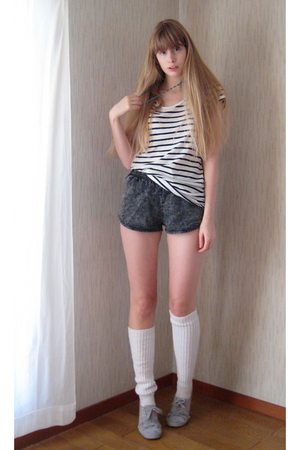gray American Apparel shorts