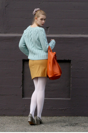 aquamarine vintage sweater - carrot orange banana republic bag