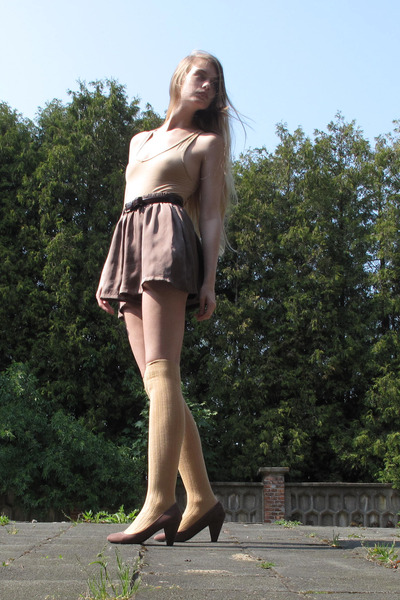 puce handmade shorts - beige American Apparel socks