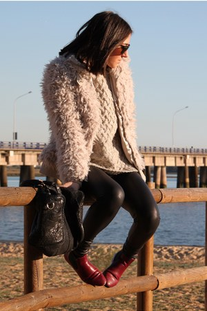 Stradivarius coat - Zara boots - pull&bear sweater - Stradivarius leggings