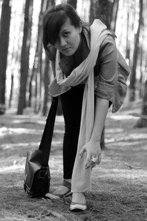 Me shoes - Me scarf - elle bag - Me ring