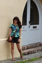 brown Tres Noir sunglasses - tawny liz claiborne bag - black Forever 21 shorts