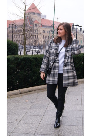 ivory checked DIY coat - black Burberry bag
