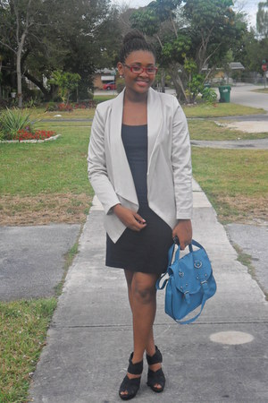 sky blue bag - beige blazer - black skirt - black t-shirt - black wedges