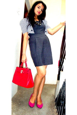 gray dress - red red satchel bag - hot pink heels - black tribal art necklace