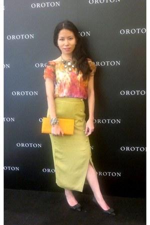 black Vincci shoes - carrot orange bag - chartreuse skirt - Topshop top