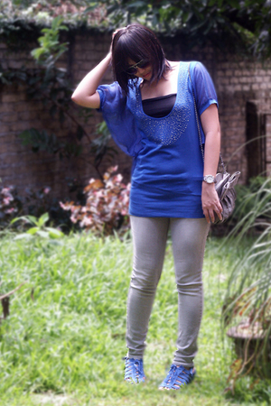 blue Magnolia by Orange shirt - gray Logo jeans - blue belle shoes - gray Zara p