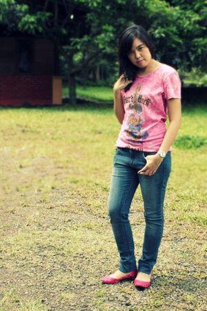 pink Hard Rock Macau t-shirt - blue Forever21 jeans - pink TLTSN shoes