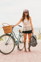 black tribal Express bag - beige lace Express shirt - black fringe Guess shorts